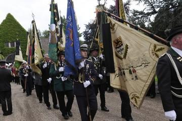 Am Freitagnachmittag erwiesen viele hundert Trauernde Willi Loibl die letzte Ehre. Die Schützen traten noch einmal für ihren Generaloberst an. Foto: H. Jazyk