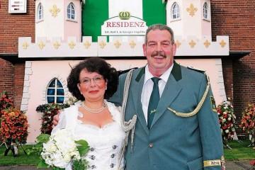 Das neue Dormagener Schützenkönigspaar Rolf und Angelika Schlömer. Foto: Hans Jazyk