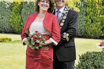 Der Dormagener Schützenkönig Hans-Joachim Krapp und Königin Heike Loibl-Krapp freuen sich auf das Schützenfest. Foto: Studio Freibeuter