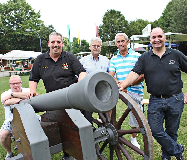 Beim Fest: (v.li.) U. Heier, R. Schlömer, R. Starke, H. Upadeck und W. Glaser. Foto: Linda Hammer