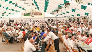 """Ein voll besetztes Zelt wünscht sich der Bürger-Schützen-Verein Dormagen im Oktober 2017 beim Jubiläums-Wochenende, um """"150 Jahre BSV Dormagen"""" mit Mitgliedern und Gästen zu feiern. FOTO: L. Hammer"""