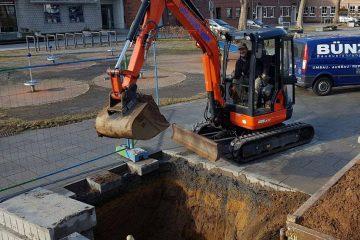 Auf dem Marktplatz wird ein Fundament ausgehoben. FOTO: U. Bünz