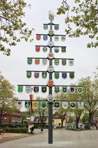 Der Schützenbaum auf dem Marktplatz (Helmut-Schmidt-Platz)
